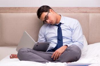 Jangan Bekerja di Tempat Tidur, Ini Efek Buruknya
