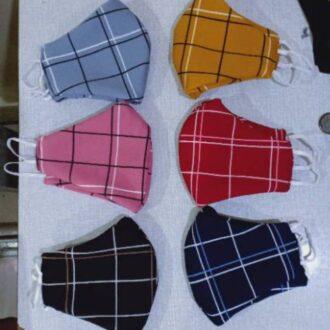 Masker motif kotak-kotak (istimewa)