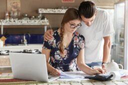 Strategi Atur Keuangan Keluarga Agar Tahan Hadapi Resesi