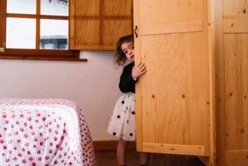Jangan Bingung! Ini Cara Menghadapi Anak Pemalu yang Jago Kandang