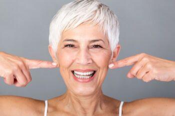 10 Tips Mengatasi Garis Senyum di Wajah