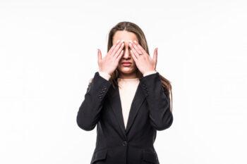 Virus Corona Menular Lewat Air Mata, Emang Bisa?
