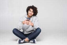 Catat Ladies, Ini 5 Tanda Pria Mengirim Pesan Hanya karena Kesepian