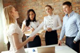 Catat, 7 Hal Ini Tak Perlu Diungkapkan ke Rekan Kerja