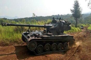 Tank AMX-13 Tabrak Gerobak Gorengan-Motor, Ini Fakta Ketangguhannya