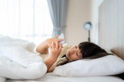 Dampak Negatif Buka HP Saat Bangun Tidur, Nomor 3 Bahaya Banget
