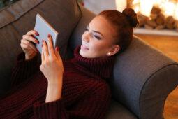 Aplikasi Penghasil Uang, Cuma Bermodal Nonton Video hingga Baca Artikel Loh!