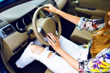 Tips Belajar Menyetir Mobil! Hindari Latihan Bareng Suami