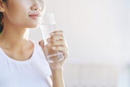 Minum Air Putih Setelah Bangun Tidur Sebaiknya Berapa Gelas Air?