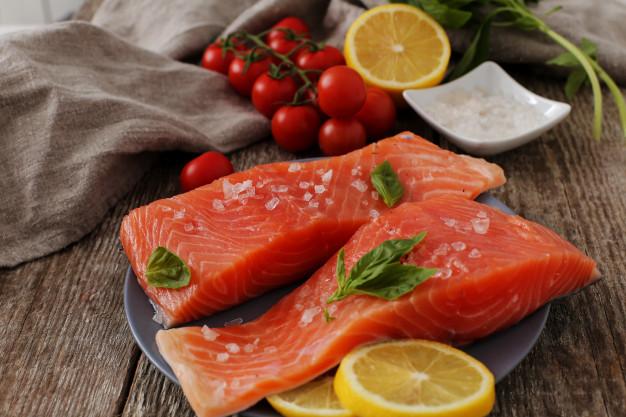 ikan salmon merupakan salah satu sumber vitamin D (Freepik)