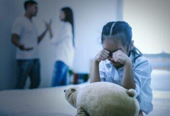Waduh! Ternyata Ini Bahaya Orang Tua Sering Bertengkar Depan Anak