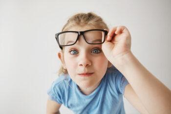 Begini Cara Pilih Kacamata yang Sesuai dengan Bentuk Wajah