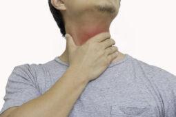 Sakit Tenggorokan Karena Flu Biasa Vs Gejala Covid-19, Bedanya Apa Ya?