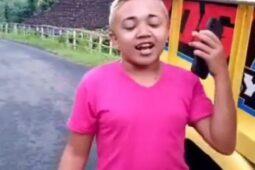Tutorial Make Up Kocak Ala Widodo Redmi, Penasaran Bikin Alisnya?