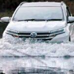 Jangan Asal Terjang! Ini yang Dilakukan Saat Mobil Melewati Banjir