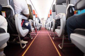 Pemilihan tempat duduk di pesawat ikut tingkatkan peluang selamat (ilustrasi Freepik)