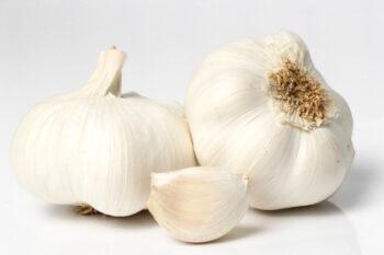 Bawang putih merupakan salah satu bahan alami untuk meredakan sakit gigi (Freepik)