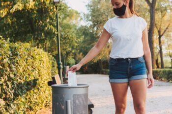 Sediakan tempat khusus untuk atasi limbah masker (ilustrasi Freepik)