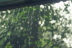 6 Cara Atasi Tempias Air Hujan agar tidak Masuk ke Rumah