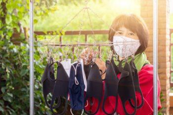 Ketahui pula cara aman mencuci masker (ilustrasi Freepik)